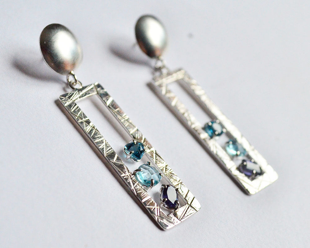 Orecchini in argento 925 con topazio london blue e iolite