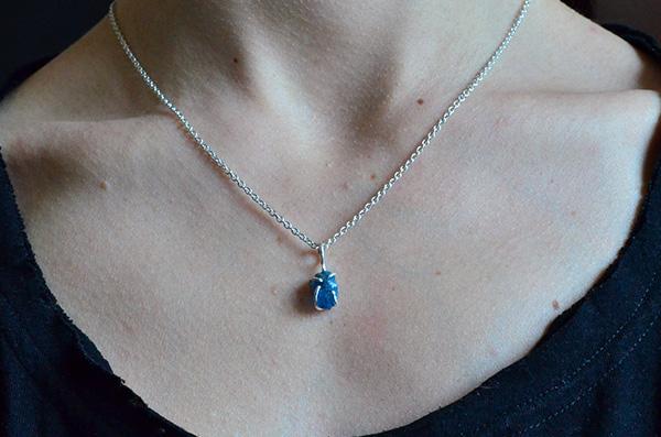Apatite raw: Collana in argento 925 e apatite blu grezza