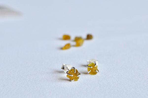 Beryl raw : orecchini in argento 925 e berillo giallo grezzo