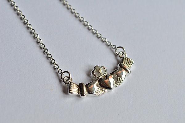 Claddagh: collana da donna in argento 925